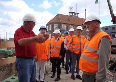 Bestyrelsen_besoeger_FNByens_byggeri_2012